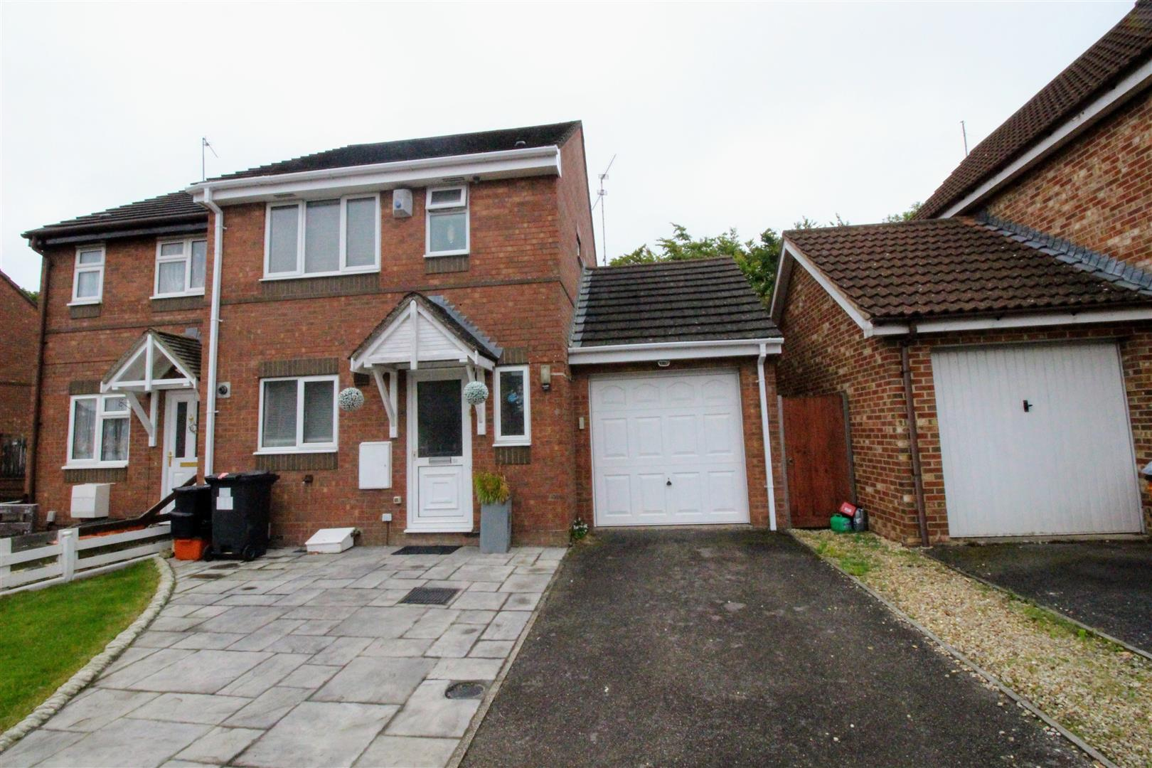 3 Bedrooms Semi Detached House for sale in Mallard Close, Swindon